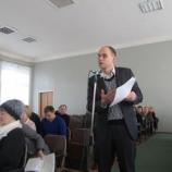 Депутаты спрашивали о крышах, дорогах, маршрутках и поездах, а также решали судьбу ларьков, застройщиков и общежитий