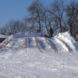 В Шостці в центрі міста змайстрували велику сніжну гірку