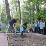 Братскую могилу в Артемовском  микрорайоне привели в порядок