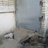Провал, образовавшийся возле дома-«афганца»,  грозит превратиться в бездну