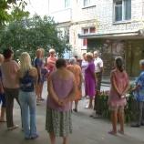 Мешканці будинку по вулиці Шевченка 25 борються з сусідами, які торгують самогоном